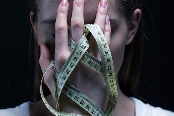 Hirtelen súlycsökkenés ok nélkül – Mi állhat a háttérben?