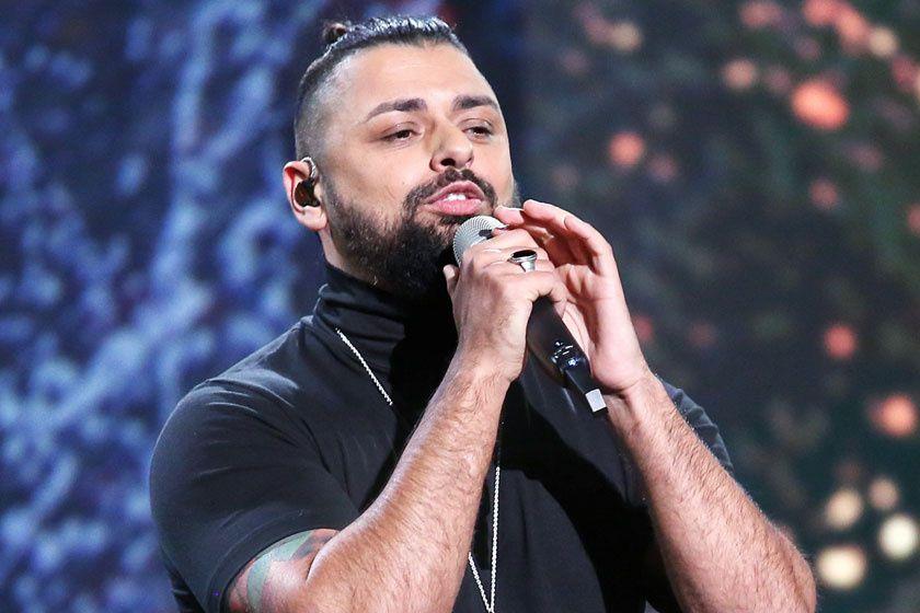 Brutális fogyás! 30 kilót adott le a magyar énekes. Felismered? (videó)